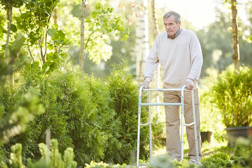 Ból biodra podczas chodzenia
