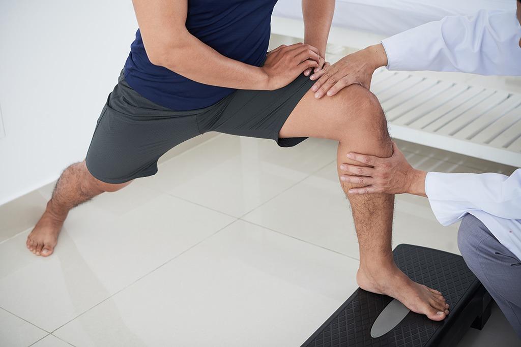 Rehabilitacja kolana w gabinecie rehabilitacji